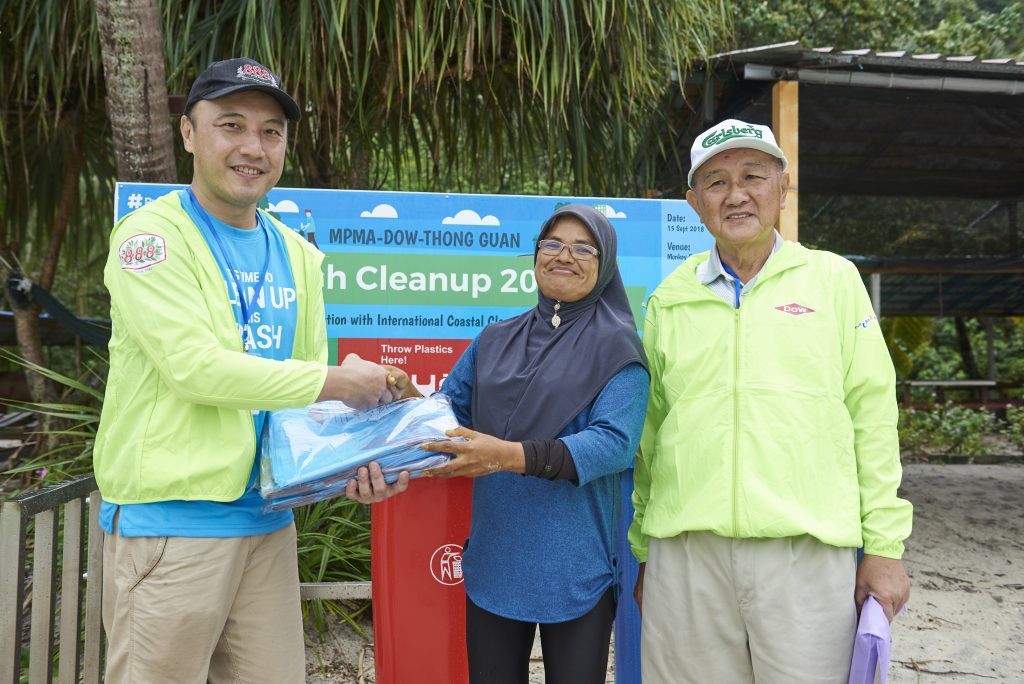 MPMA-Dow-Thong Guan Beach Cleanup Photo